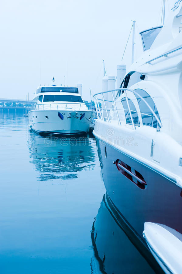 Yachten am Jachthafen lizenzfreies stockbild
