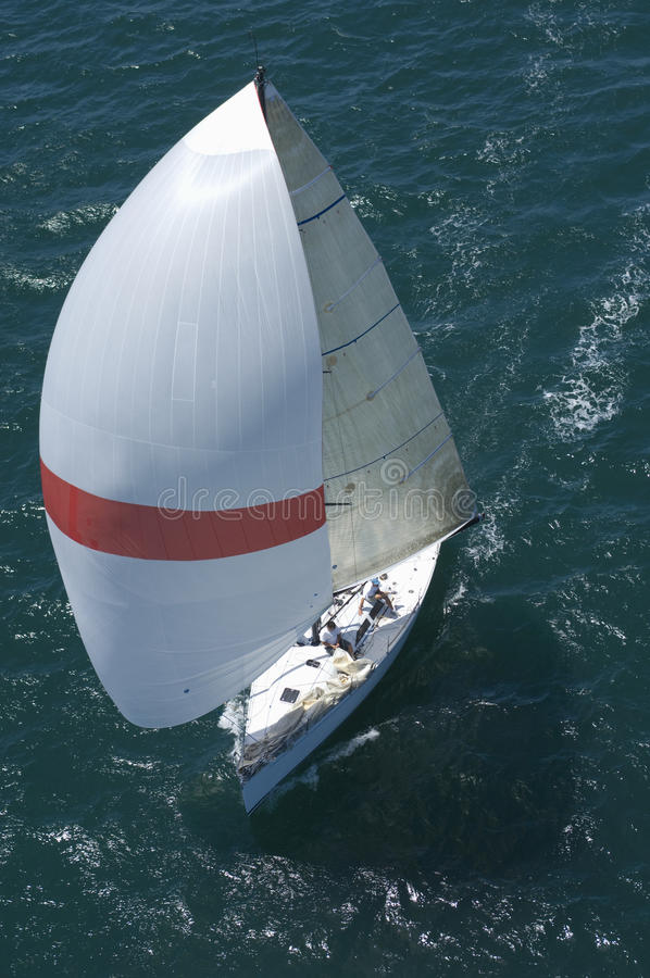 Yachten konkurrerar i Team Sailing Event arkivfoto