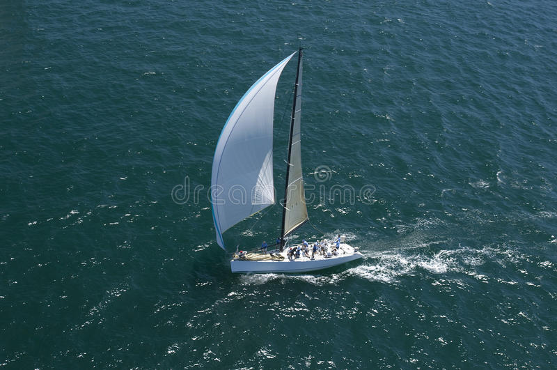 Yachten konkurrerar i Team Sailing Event arkivbild