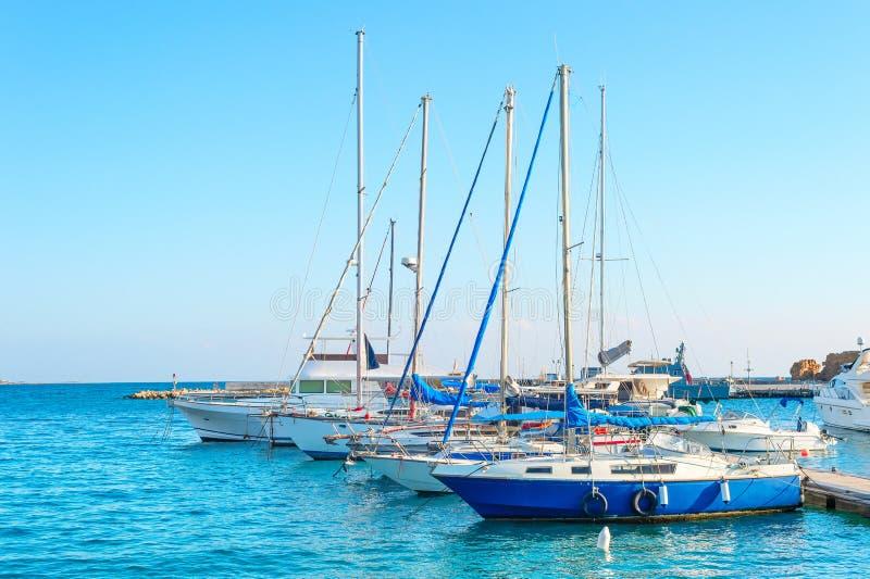 Yachten in Larnaka-Jachthafen, Zypern stockbild