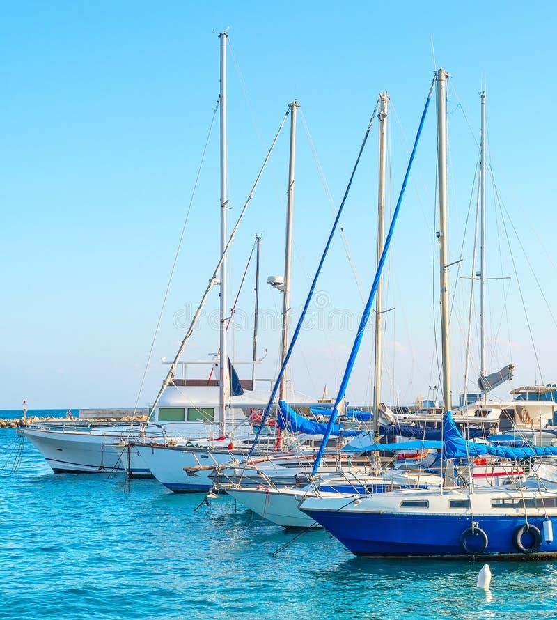 Yachten in Larnaka-Jachthafen, Zypern stockfoto