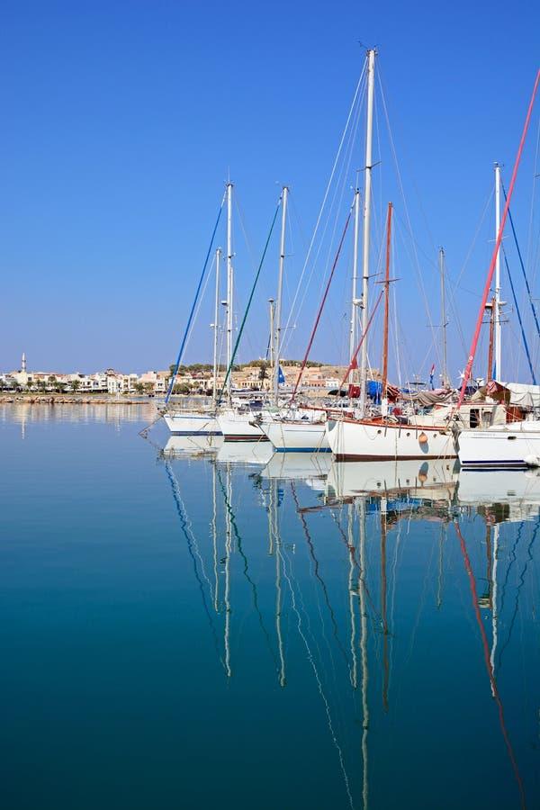 Yachten in Rethymno-Jachthafen, Kreta lizenzfreie stockfotografie