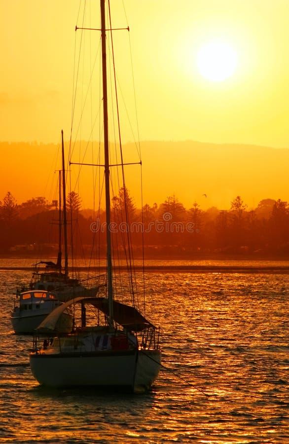 Yachten in The Sun lizenzfreies stockfoto