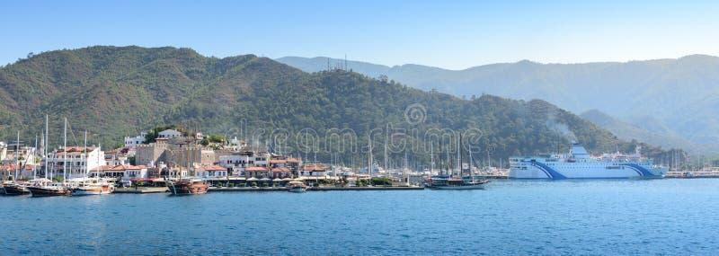 Yachten und Boote im Hafen stockfotografie