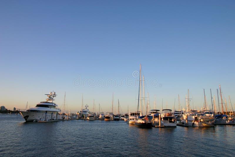 Yachten und Kreuzer lizenzfreies stockfoto