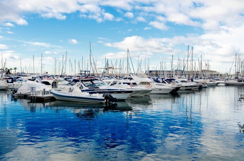 yachter för sky för alicante marinahav fotografering för bildbyråer
