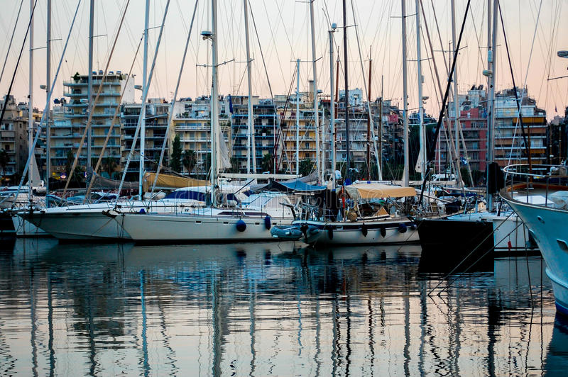 Yachter i hamnen fotografering för bildbyråer
