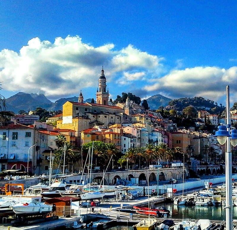 Yachter och fartyg i hamnen av Menton, franska Riviera, `-azur för skjul D, Provence, Frankrike royaltyfri fotografi