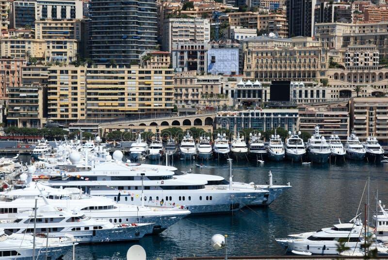 Yachter på Cannes port, franska riviera royaltyfri foto