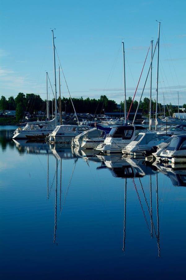 Yachthafen morgens lizenzfreies stockfoto