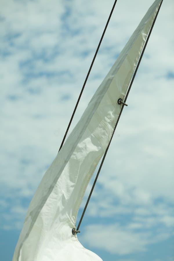 yachting Detalle del barco de navegación Vela en un yate imagen de archivo libre de regalías