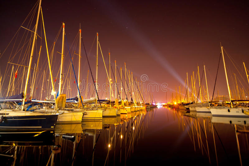 Yachts à un quai images libres de droits