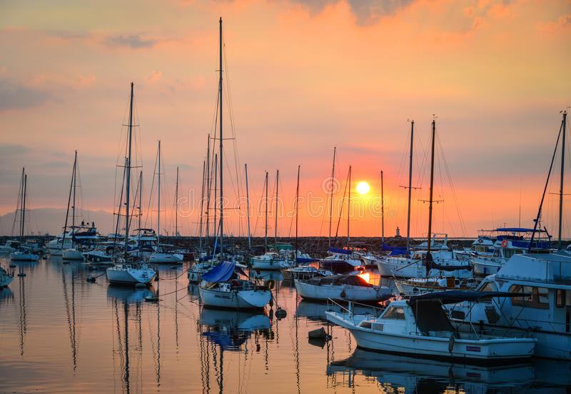 Yachts accouplés sur la baie de Manille à Philippines photographie stock