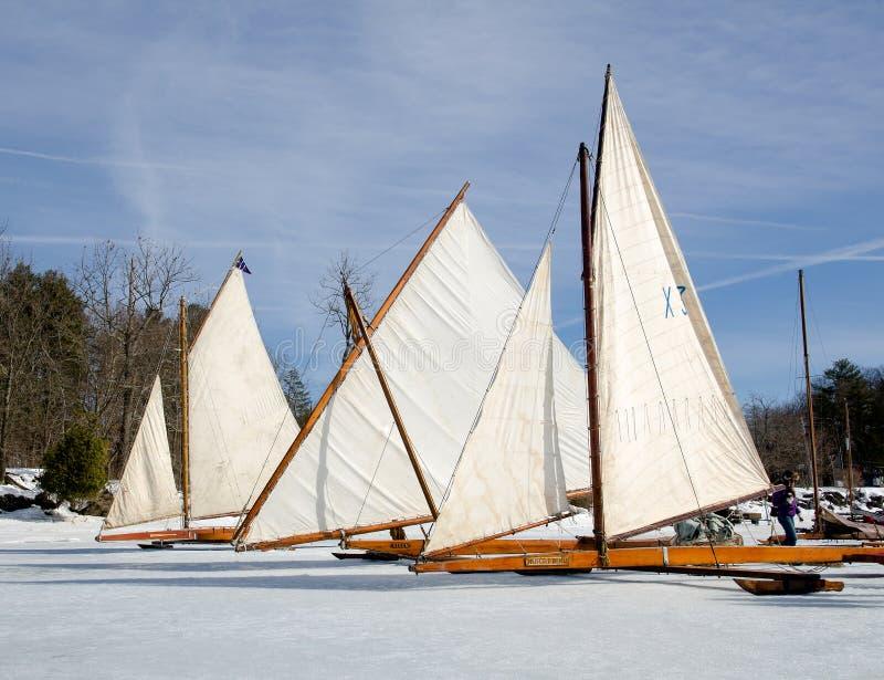 Yachts antiques de glace sur Hudson River photo stock