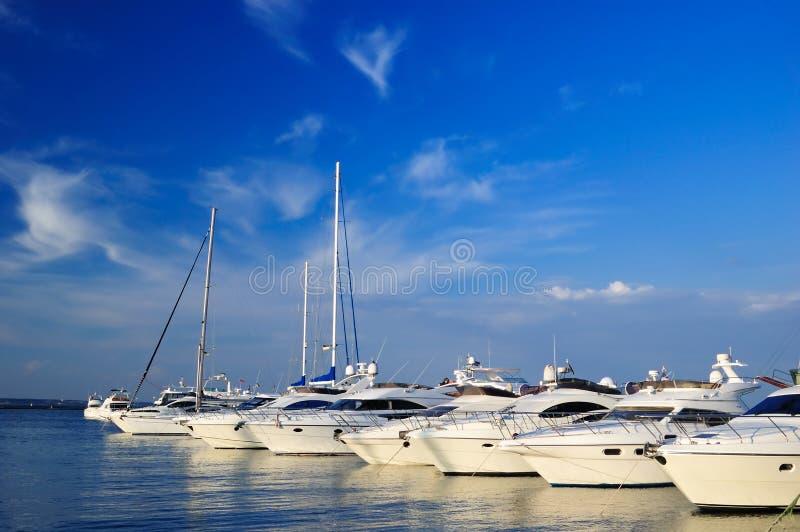 Yachts blancs photos stock