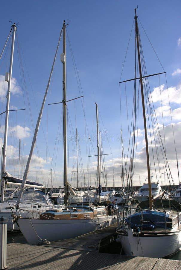 Yachts dans l'amarrage photo stock