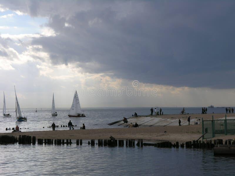 Yachts dans le Golfe de la Finlande images libres de droits