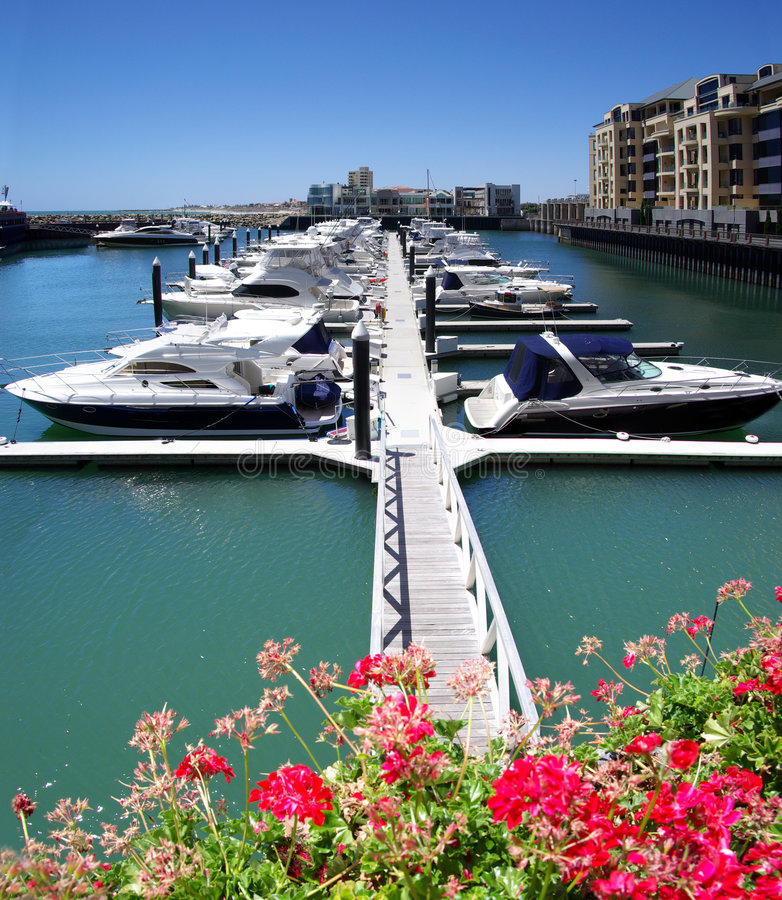yachts de pilier de marina de glenelg photo stock