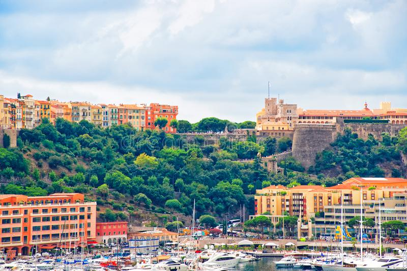 Yachts et Hercule Port de luxe au Monaco la Côte d'Azur image libre de droits