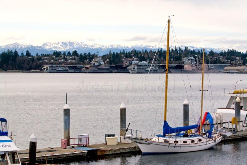 Download Yachts Et Porte-avions Mis En Conserve Photo stock - Image du bateaux, militaire: 8656590