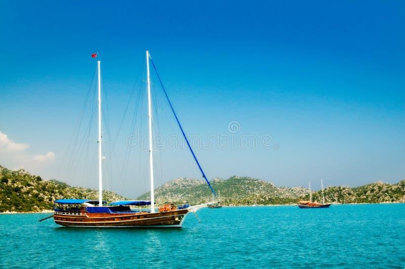 Yachts merveilleux dans le compartiment. La Turquie. Kekova. images stock