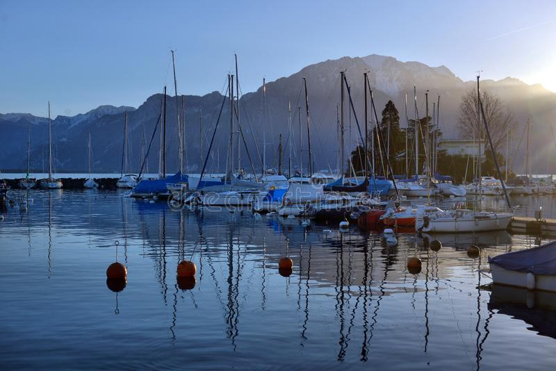 Yachts sur le parking d'automne sur le Lac L?man, SUISSE photographie stock