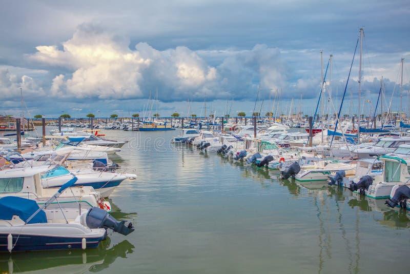 Yachts sur le port photographie stock