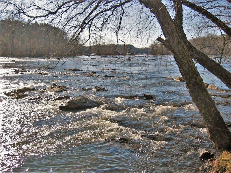 Yadkin flod nära Winston-Salem, North Carolina arkivbild
