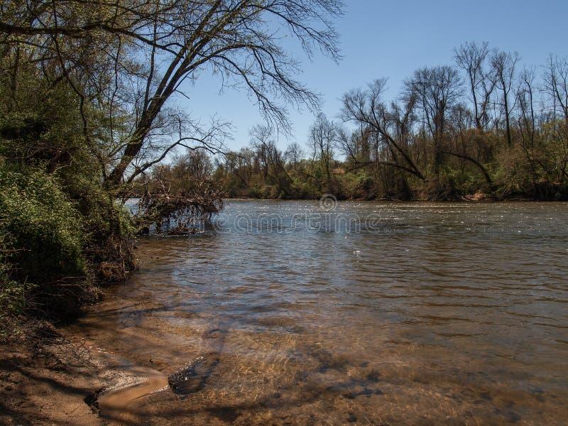 Yadkinrivier in Elkin, Noord-Carolina stock afbeelding