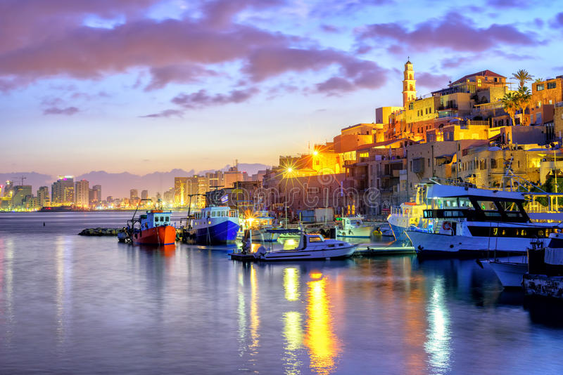 Yafo gammal stadport på solnedgången, Tel Aviv, Israel royaltyfri bild