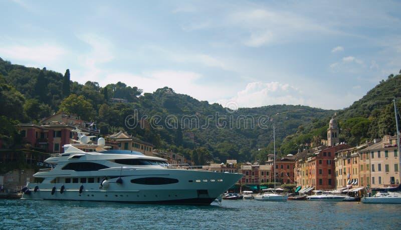Yaght grande en Portofino, Italia fotos de archivo libres de regalías