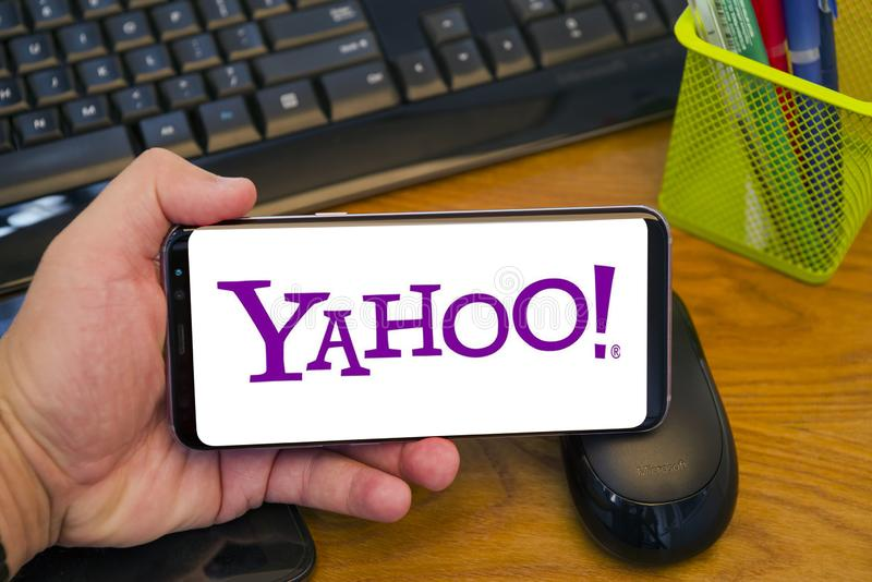 Yahoo logo na telefonie zdjęcie stock