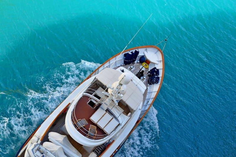 Yaht sur la mer de la Grèce photographie stock libre de droits