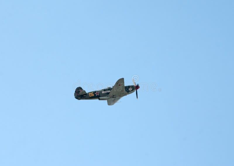Yak-9UM Kämpfer fliegt