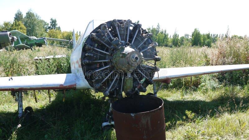 Yak-52 abbandonato Addestramento per i cadetti di volo fotografia stock libera da diritti