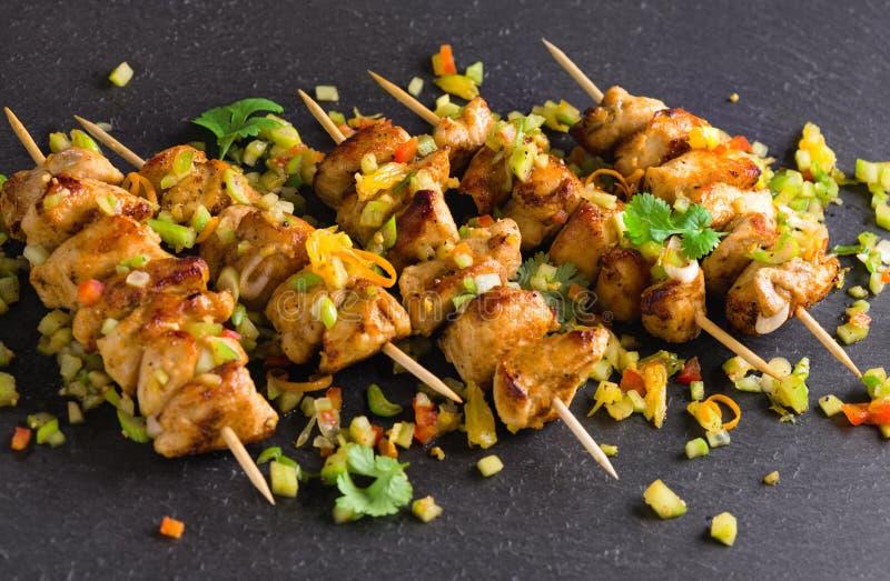 Yakitori asiático dos peitos de frango do estilo fotos de stock royalty free
