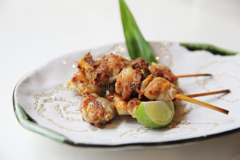 Yakitori del pollo con sale, alimento giapponese fotografia stock libera da diritti