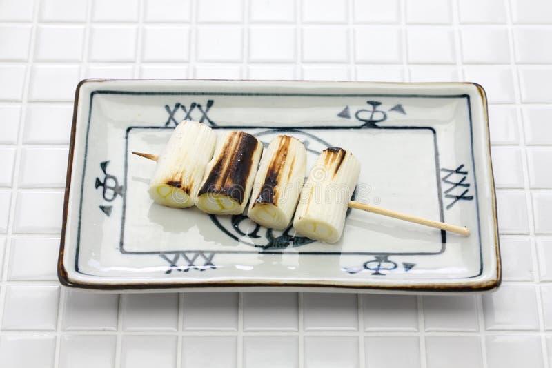 Yakitori, puerro japonés imagenes de archivo
