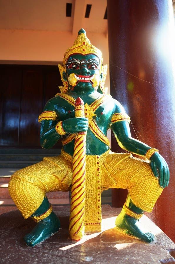 Yaksha man i Tai Ta Ya Monastery eller Sao Roi Ton Temple, Myanmar royaltyfria foton