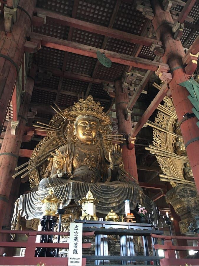 Yakushi Nyorai Boedha zette beeld bij Tempel Todai -todai-ji stock fotografie