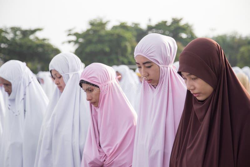 YALA, ΤΑΪΛΆΝΔΗ - 8 ΑΥΓΟΎΣΤΟΥ: Ταϊλανδικό θηλυκό φόρεμα Musim στο hijab και στοκ εικόνα με δικαίωμα ελεύθερης χρήσης