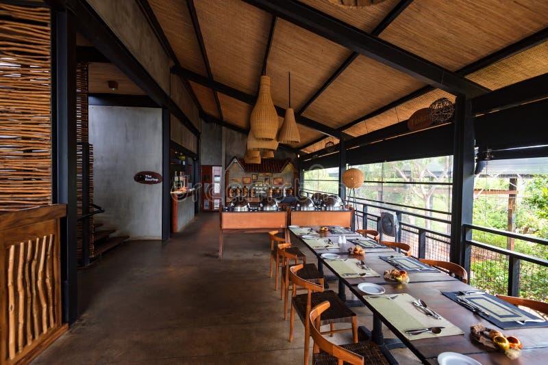 YALA, SRI LANKA - 10 DE DEZEMBRO DE 2016: Interior do restaurante selvagem da canela em Yala fotos de stock royalty free