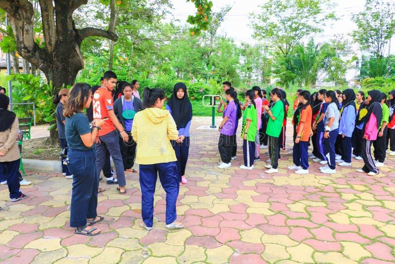 YALA, THAILAND - Juni 6, 2018: De vrijwilligersgebeurtenis van studentenuniversity cleaning prepared voor Milieu in het Openbare  royalty-vrije stock foto's