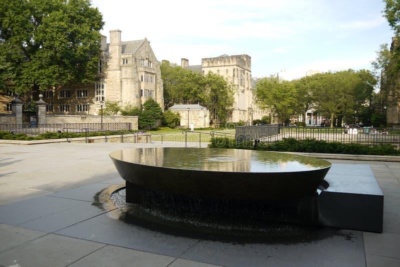 Yale University: Kvinnors H för tabellskulptur royaltyfri foto