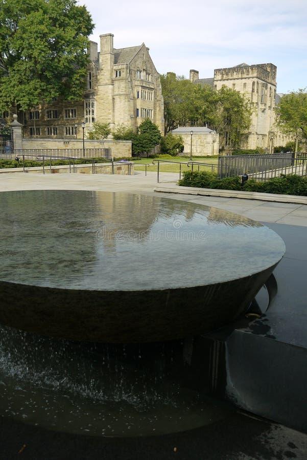 Yale University: Kvinnors tabellskulptur V fotografering för bildbyråer