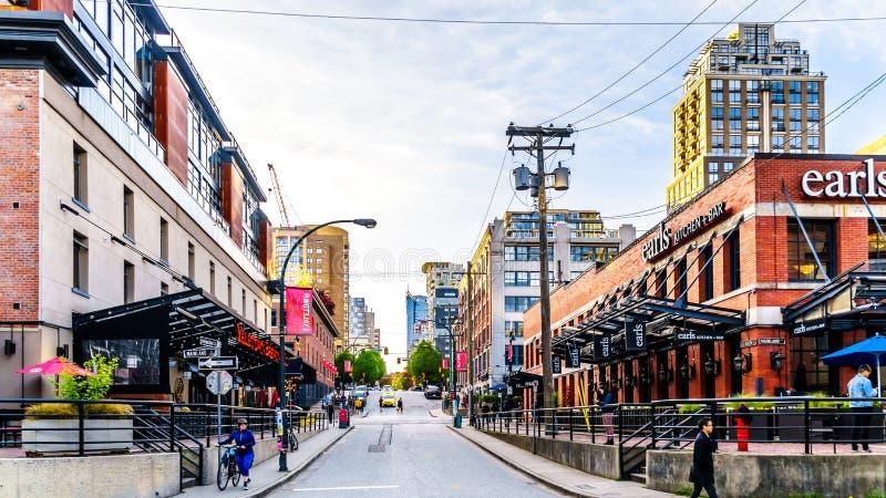 Yaletown, un área industrial histórica de Vancouver, en donde los almacenes y las fábricas se han convertido a las tiendas al por fotos de archivo