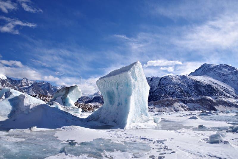 Yalong glaciär av porslinet fotografering för bildbyråer