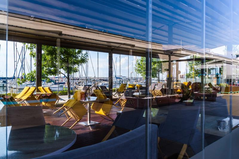 Yalova Marina Restaurants And Seaport Of Mármara - Turquía foto de archivo