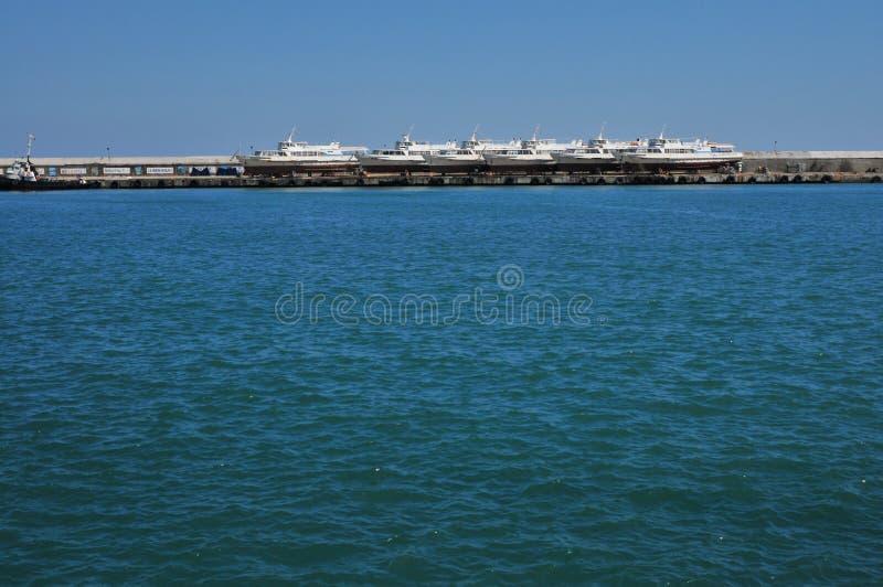 Yalta, Ουκρανία, το Μάιο του 2011 λιμένας που βλέπει από μακριά στοκ εικόνες με δικαίωμα ελεύθερης χρήσης