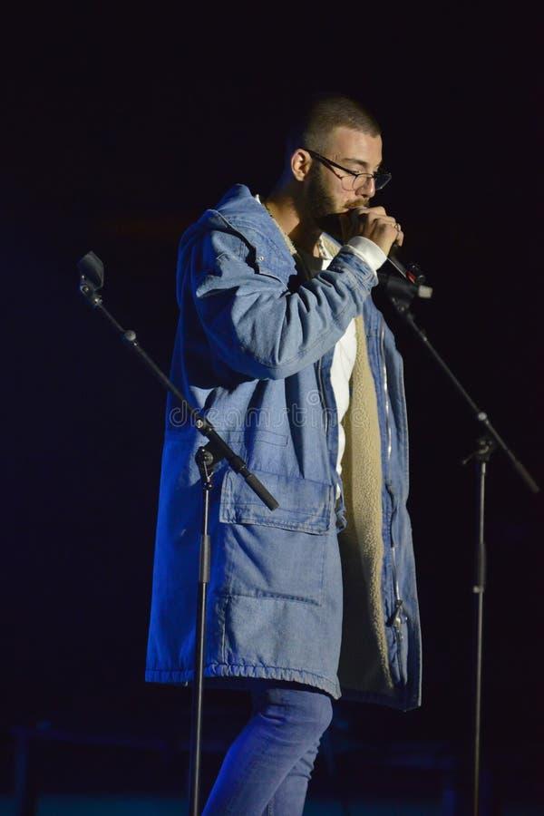 Yam Refaeli est un chanteur israélien preporming au Jour de la Déclaration d'Indépendance de l'Israël 70 chez Karmiel images stock